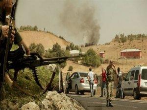 Hakkari'de askerler araç taradı: 2 ölü