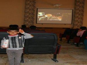 Edremit Belediyesinden engellilere sinema keyfi
