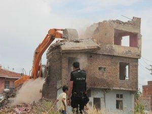 Sur'da yıkım başladı