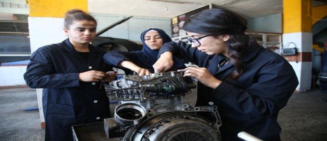 Güneydoğu'nun kadın oto tamircileri yetişiyor
