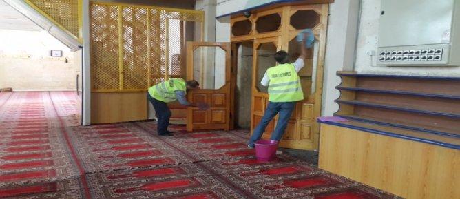 Silvan'daki camilerde Ramazan temizliği