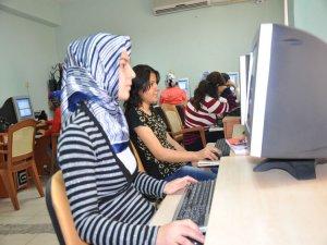 Bağlar'da kadınlara bilgisayar kursu