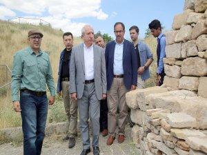 Miroğlu, Mardin Kalesi'nde incelemelerde bulundu