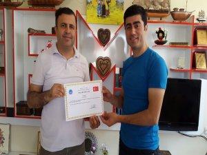 Silopi Halk Eğitim Merkezinden kurs eğitmenine başarı belgesi