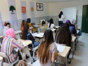 Kayıt dışı çalışan kadınlar, meslek edinerek istihdama kazandırılıyor