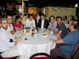 AK partili Akar gazetecilerle bir araya geldi