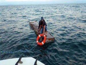 Van Gölünde mahsur kalan kardeşleri jandarma kurtardı