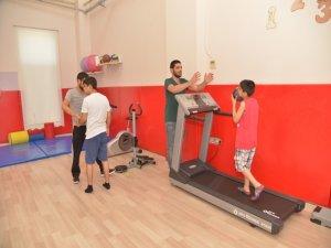 Otizmli çocuklar Büyükşehir Belediyesi'nin eğitimiyle yaşama tutunuyor