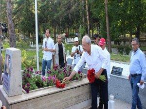 Kılıçdaroğlu'ndan Gaffar Okkan'ın mezarına ziyaret