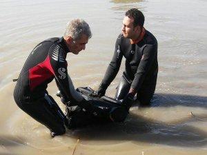 Serinlemek için girdiği suda hayatını kaybetti