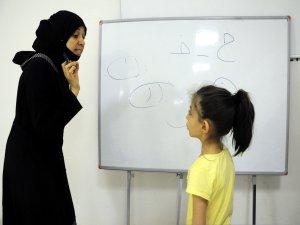 Suriyeli Reem, Türk çocuklarına Arapça öğretiyor