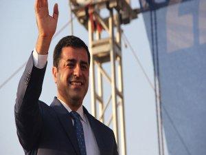"""""""CHP ve HDP'nin birbirlerine eleştirileri bu dönem ertelenebilir"""""""