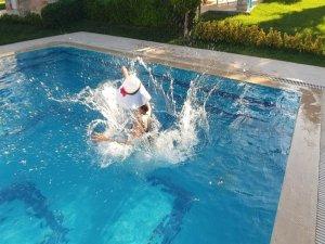 Havuz kazalarında el bileği kırıklarına dikkat!