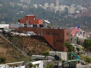 ABD, Venezüella'daki elçilik çalışanlarının ailelerinin ülkeyi terk etmesini istedi