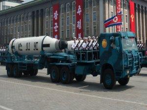 ABD ile Güney Kore, füze denemesi yapan Kuzey Kore'ye karşı askeri seçenekleri görüştü