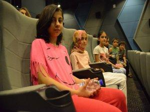 Çocuk ve  yetişkinlerden sinemaya yoğun ilgi