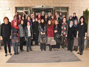34 kadına siyaset eğitimi verildi