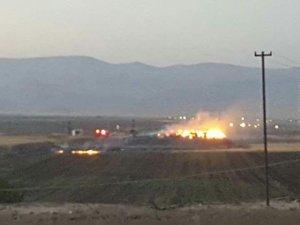 Derik'te saman yangını devam ediyor