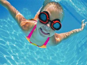 Yüzerken kulağınıza kaçan suyu nasıl boşaltırsınız