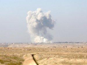 Türkmen kenti Telafer'e hava saldırısı başladı