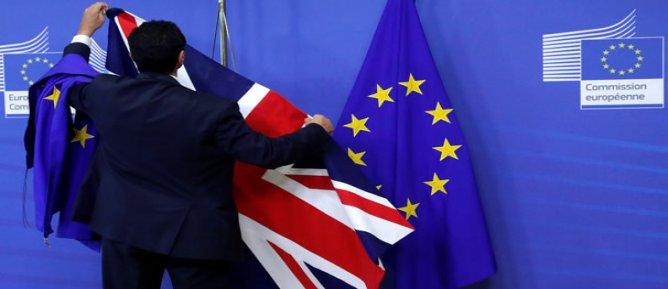İngiltere hükümeti, İrlanda ile sınır kapısına karşı