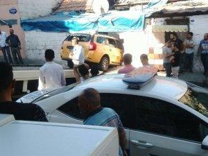 Taksi, Suriyelilerin oturduğu gecekonduya girdi: 6 yaralı