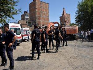 Kentsel dönüşüm yıkım alanında 2 işçi göçük altında kaldı