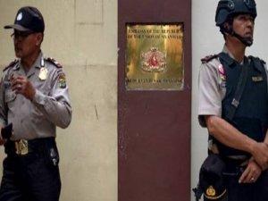'Arakan' için Myanmar Büyükelçiliğini yaktılar