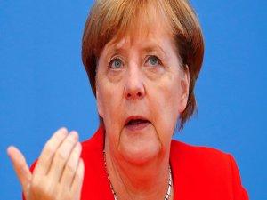 Merkel: AB, Türkiye ile ilişkilerinin geleceğini ekimde görüşecek