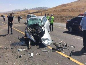 İki otomobil kafa kafaya çarpıştı: 6 ölü, 3 yaralı