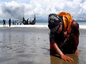 Myanmarlı albay, Arakanlılara tecavüz iddialarını reddetti