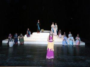 Öğrenciler 'Lysistrata' oyununu sahneleyecek