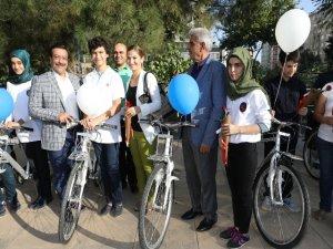 Atilla, Başarılı Öğrencilere Bisiklet Hediye Etti