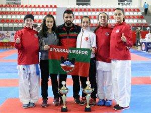 Diyarbakır, yıllardır yenemediği G.Antep'i ilk kez yenip bölge şampiyonu oldu..