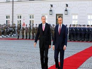 Erdoğan, Polonya'da: Askeri bando Dede Efendi çaldı