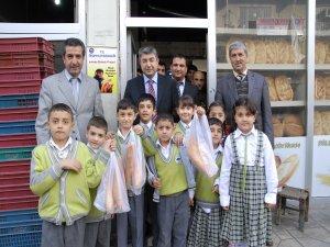 Ergani'de 'Askıda ekmek' kampanyası