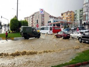 Tekirdağ'da askeri araç sele kapıldı