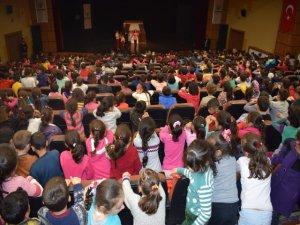 Hacivat-Karagöz geleneksel gölge oyunu ile öğrenciler  ağırlanıyor