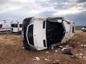 Öğretmenleri taşıyan minibüs devrildi: 2'si ağır 10 yaralı
