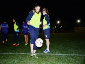 Amedsporlu kadın futbolcuları Beşiktaş maçı heyecanı sardı