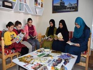 Öğrencilerden kitap kafeye yoğun ilgi