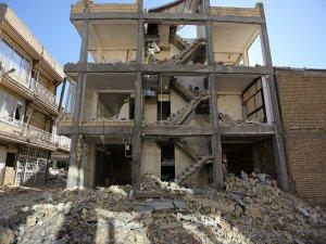 Deprem nedeniyle İran ve Irak'ta hayatını kaybedenlerin sayısı 200'ü aştı