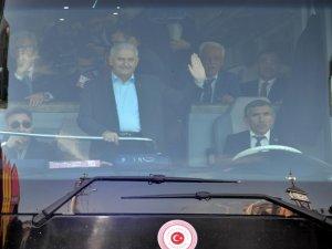 Başbakan Yıldırım'dan Şırnak'ta üs bölgesine ziyaret