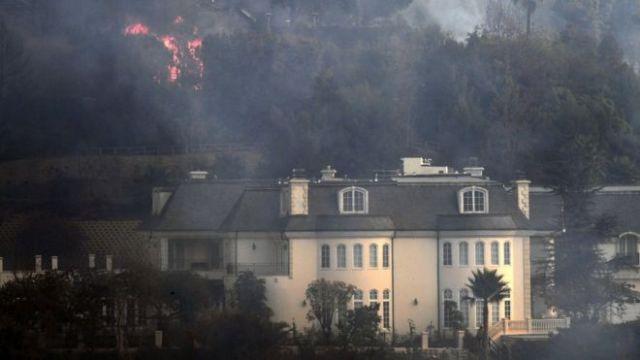 California'da yangın: 110 bin kişi evini terk etti