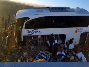 Yolcu otobüsü kaza yaptı: 6 yaralı