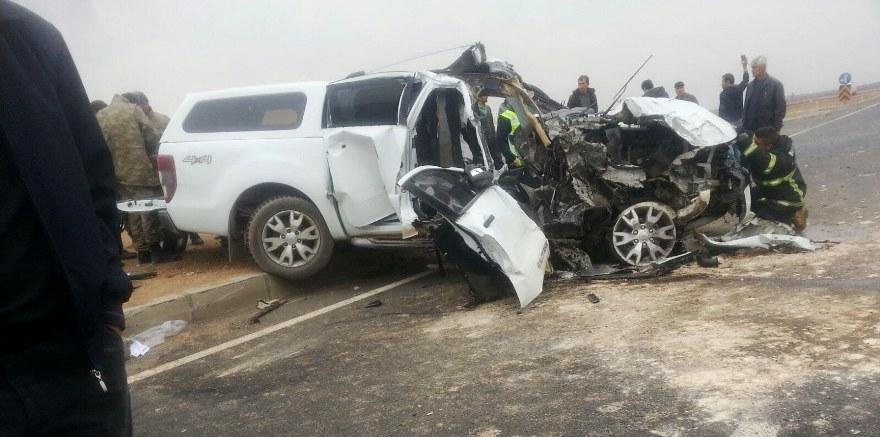 Nusaybin'de polis aracı ile TIR çarpıştı