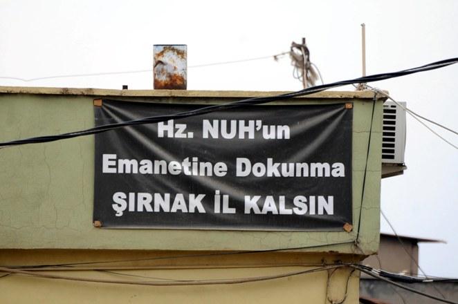 Erdoğan için 'Şırnak il kalsın' pankartı astılar