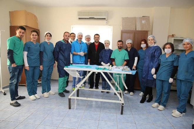 Ankara'dan Mardin'e gelip, hayvanları ameliyat ettiler