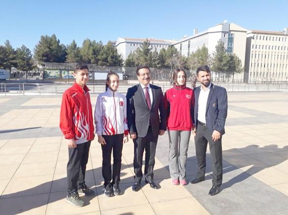 Atilla'dan,Diyarbekirspor'lu Sporculara Ödül