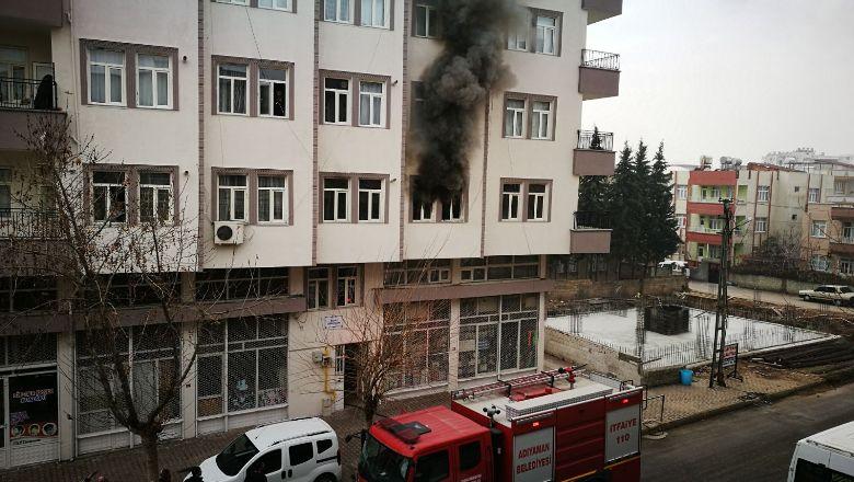 Binada önce patlama, ardından yangın çıktı: 1 yaralı